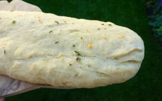 bovenkant knoflookbrood met knoflookboter